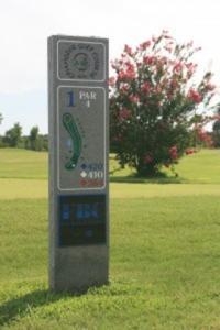 par 4 sign on the golf course